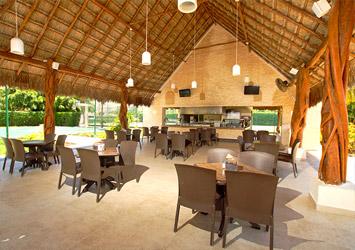 All Ritmo Cancun Resort And Waterpark pool bar