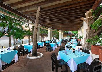 Grand Oasis Palm pool cafe