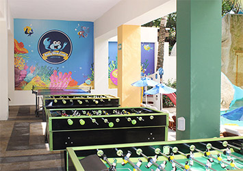 Grand Oasis Palm game room