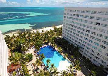 Grand Oasis Palm pool view