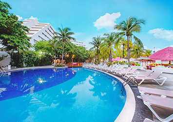 Oasis Palm Cancun, Mexico pool view