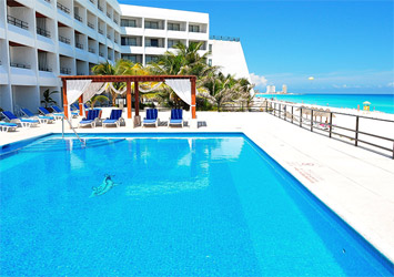 Flamingo Cancun Resort pool