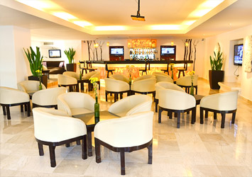 Flamingo Cancun Resort bar